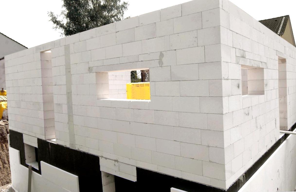 З чого краще будувати будинок?