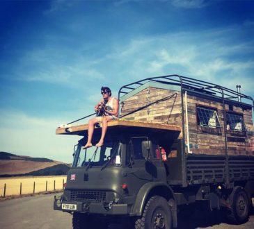 24-летний Британец Том Дакворт превратил старый армейский грузовик в дом мечты 12