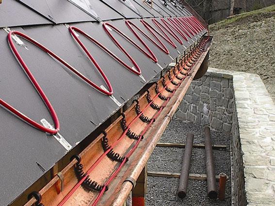 Как защитить крышу от наледи и сосулек? 1