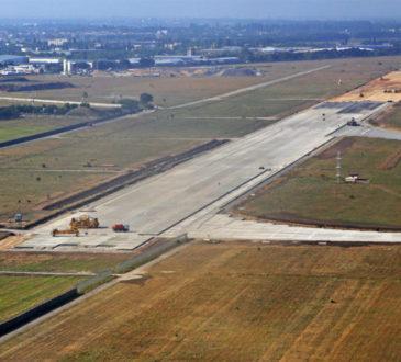 Злітно-посадкову смугу Одеського аеропорту збудують до кінця року 12