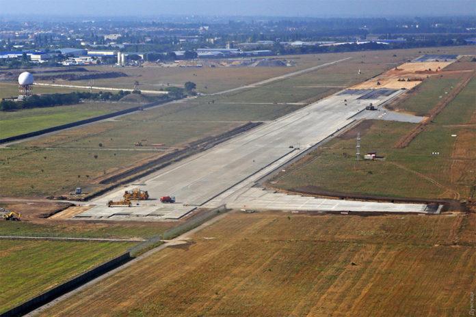 Злітно-посадкову смугу Одеського аеропорту збудують до кінця року 7