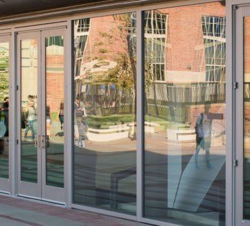 Новые требования к ТЦ: входные группы и витрины из безопасного стекла 2