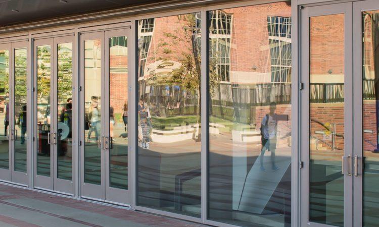 Новые требования к ТЦ: входные группы и витрины из безопасного стекла 1
