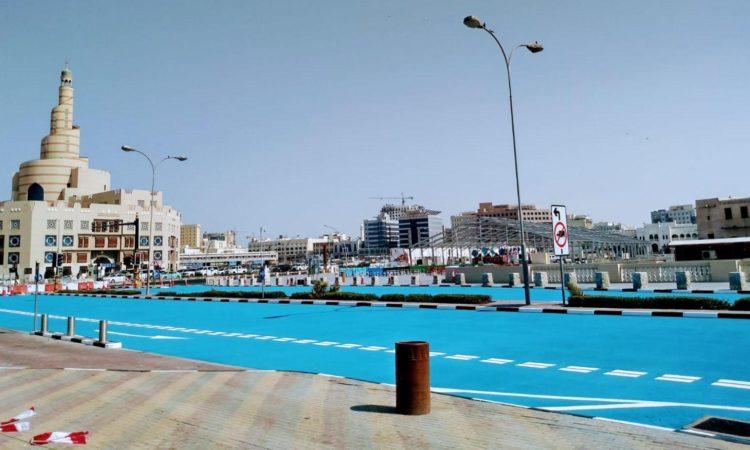 У Катарі фарбують асфальт в блакитний колір 1