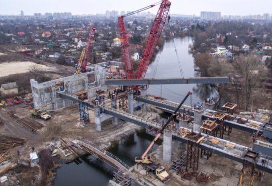 У Києві встановлені перші балки Подільсько-Воскресенського мосту 1