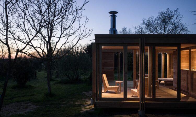 Деревянный дом La Petit Maison (Дерев'яний будинок La Petit Maison)