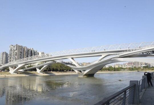 Мост-лента Мебиуса (Міст-стрічка Мебіуса)