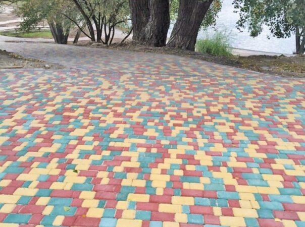Тротуарная плитка «Старый город» жёлтого, красного и синего цвета