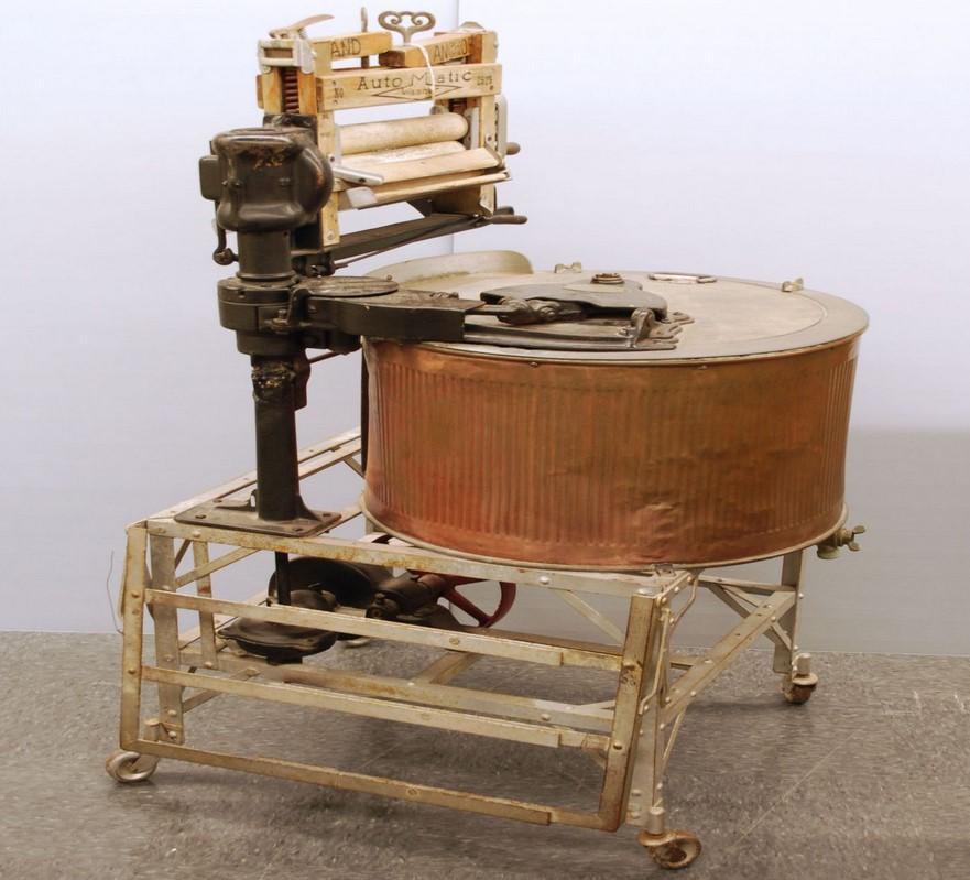 Первая стиральная машина. Перша пральна машина