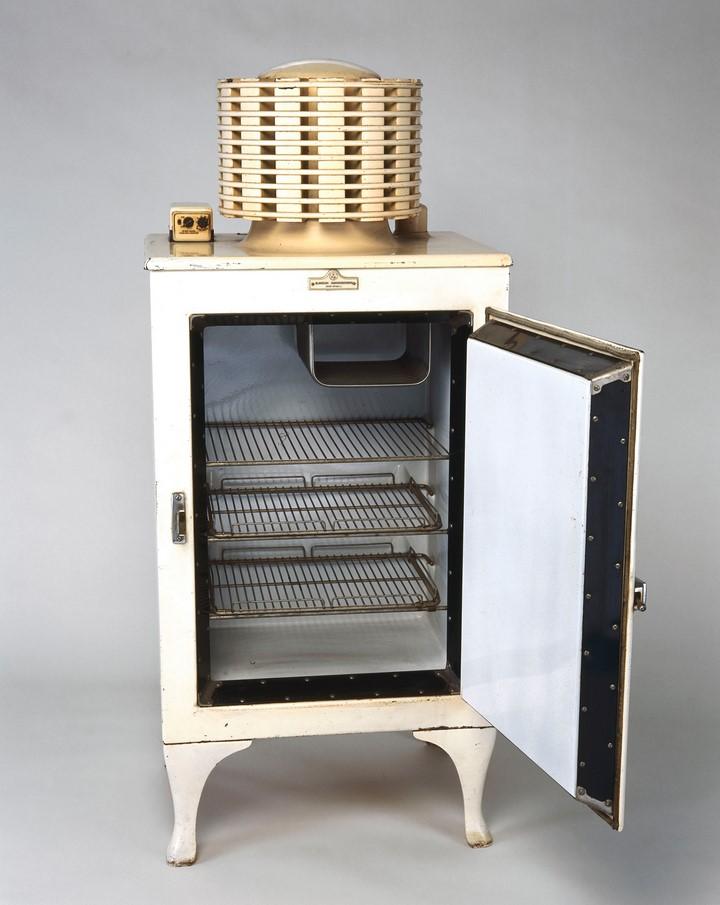Первый холодильник. Перший холодильник